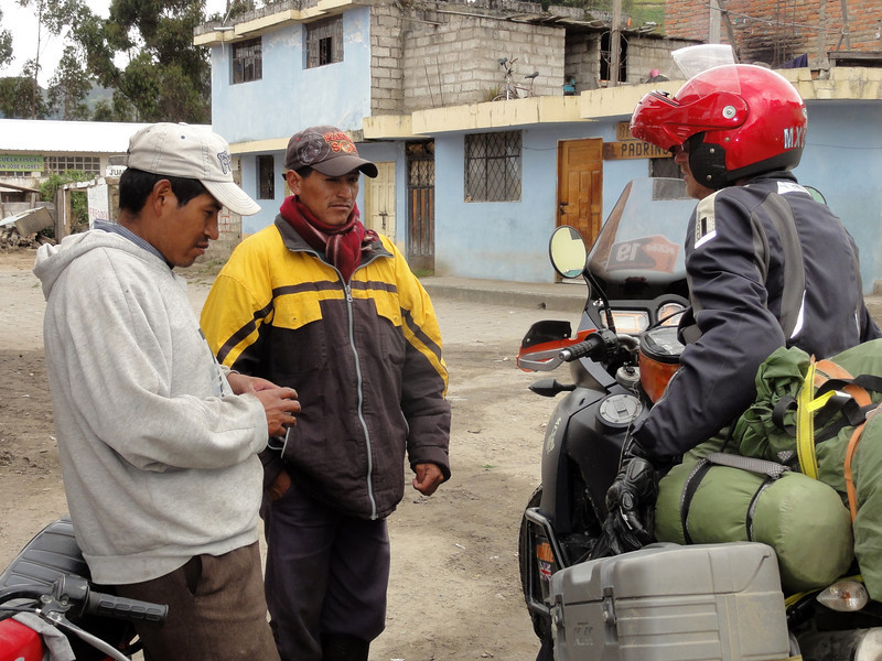 Uwe asks directions in Chugchilan
