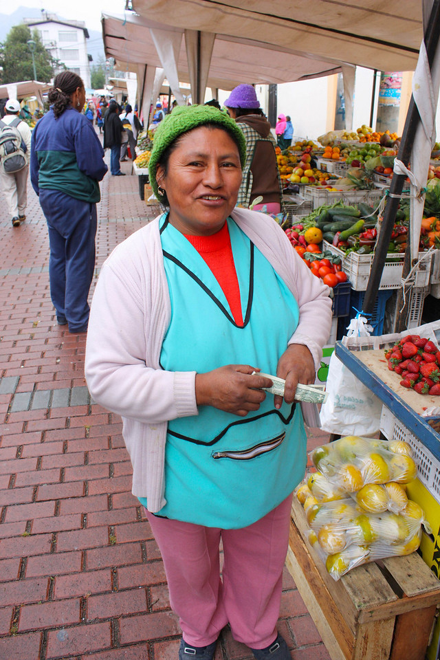 Making a sale in a Quito market