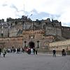 Castillo de Edimburgo desde la Explanada. La historia de Edimburgo y su castillo comienza sobre esta roca. La roca fue formada hace 70 millones de anos. Recientes excavaciones arqueologicas en el Castillo descubrieron evidencia de que hombres de la edad de bronce vivian aqui desde el 850 AC.
