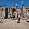 """El 16 de Mayo de 1568 Mary Queen of Scots se fue a Inglaterra y su infante James fue nombrado Rey de los Escoceses. Ella dejo atras una nacion dividida. Sir William Kirkcaldy of Grange que era el que cuidaba del castillo, en 1571 cuando el decidio soportar abiertamente   a la reina exiliada, los seguidores del Rey inmediatamente atacan el castillo, pero como la mejor artilleria estaba dentro del castillo, la batalla procede sin resultados por 2 anos y de ahi el nombre """"Lang Siege"""""""