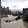 El ataque comienza en Marzo de 1689 y dura por 3 meses, durante los cuales a William y a Margaret les ofrecen y ellos aceptan la corona escocesa. El 13 de Junio Gordon se rinde y entrega el Castillo. Esta es la ultima verdadera accion que el castillo vivio.