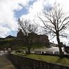 Mons Meg fue guardado con las demas armas reales en el Castillo de Edimburgo. Mons Meg fue usado contra los ingleses y contra nobles escoceses rebeldes. Por su peso de mas de 6 toneladas quedo rapidamente obsoleta y se retiro como arma de batalla y solo se usaba para saludos ceremoniales. En 1681, durante la ceremonia del Duke de Albany el barril exploto y fue puesto en Foog's Gate en el castillo donde aun permanece.
