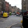 Vista desde Tolbooth Kirk en Royal Mile hacia el Palacio de Holyroodhouse.