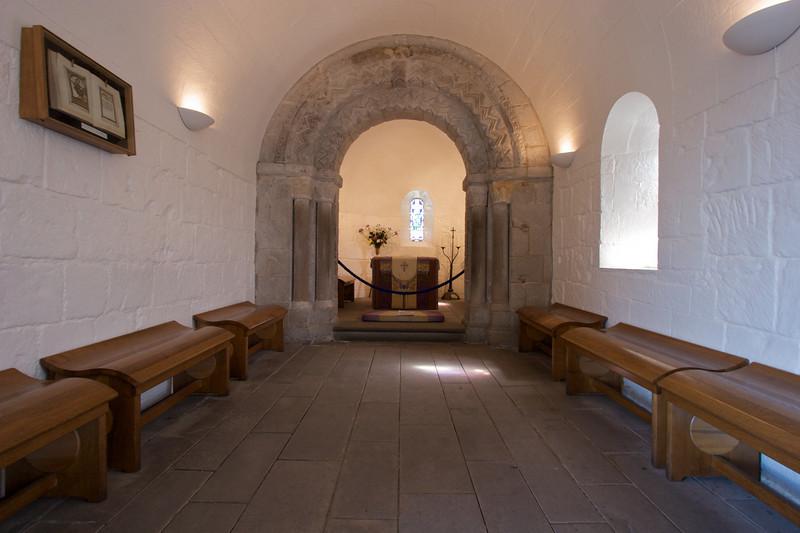 Este es el interior de la Capilla Saint Margaret. De acuerdo al guia miembros del ejercito escoces se pueden casar aqui. Segun el, este lugar es el sueno de los padres de las novias ya que solo entran 20 personas.