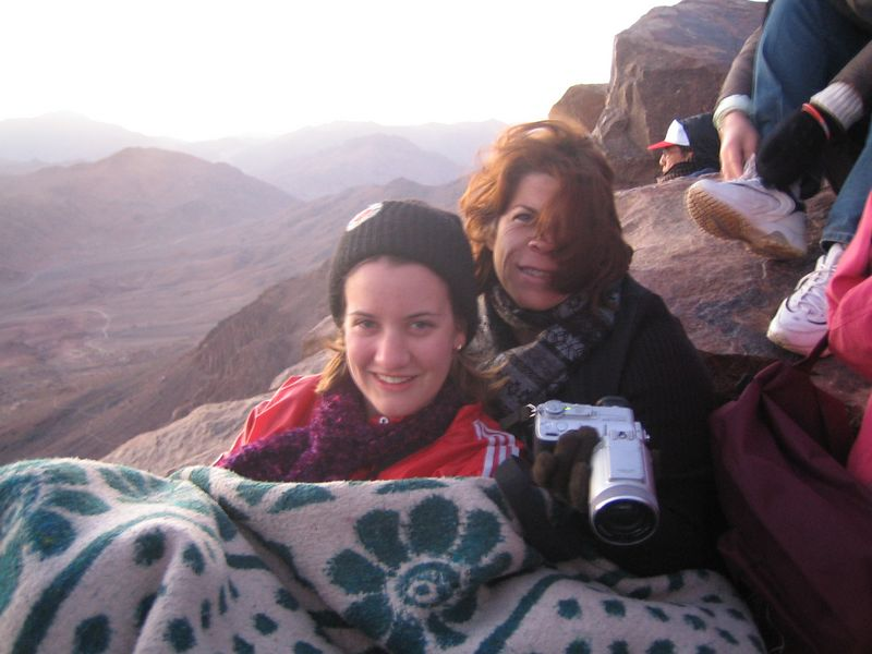 c) We re-group and make it to the top, I rent a blanket from one of the locals for 10LE, end up sharing it. It's quite freezing and windy at the top.