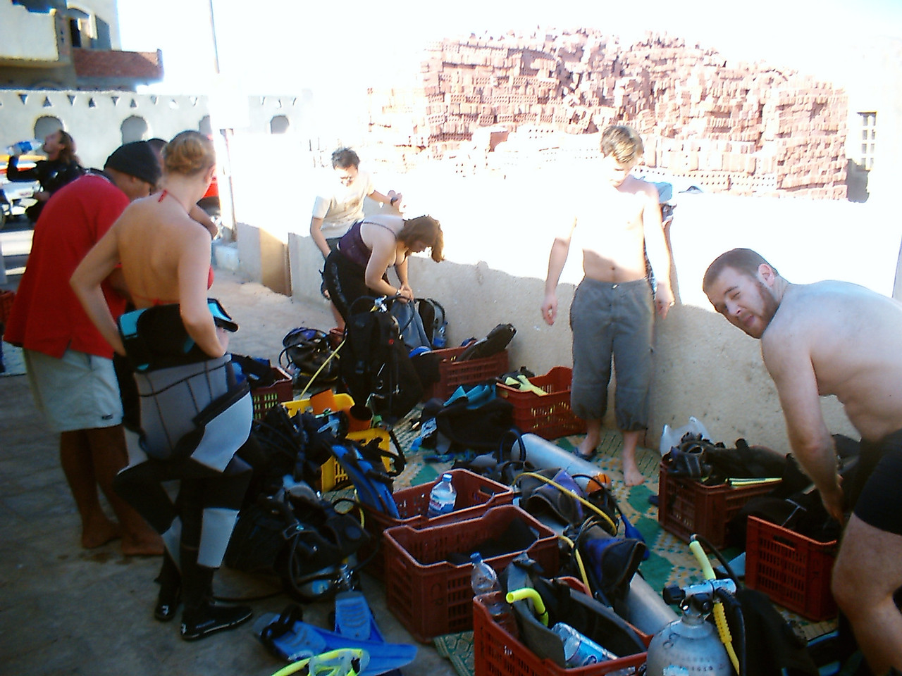o) Here we are gearing up for our Eel Garden dive. I have an underwater camera rental this time.