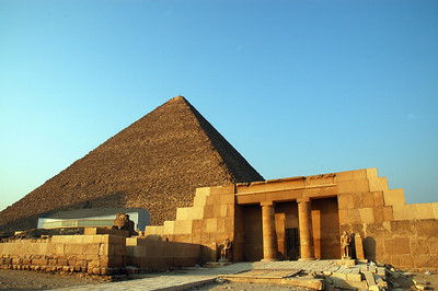 pyramid of khufu and the tomb of seshemnufer iv