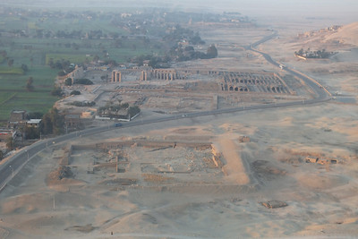 The road going around the Temple of Ramesseum.