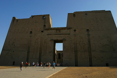 Edfu.  The scale of the ruins was very impressive.  The size of the crowd was impressive too.  Especially since everyone was trying to beat the heat and would get there early ....and at the same time!
