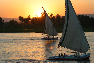 Back on the boat we see the Felucca's sail by.