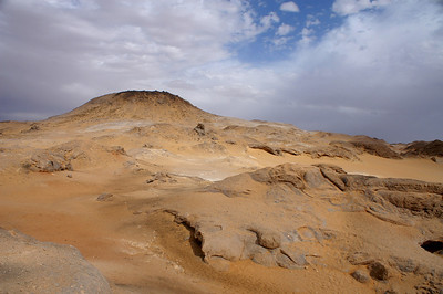 Trip in the black and white deserts south of the oasis Bahariya