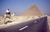 020  Politie te kameel voor piramide van Khafre