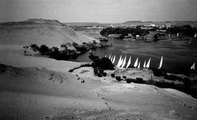 Fellucas_Aswan from desert side