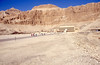 077  Tempel van Hatsjepsut - Tempel, rotswand en opgang