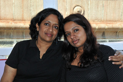 Anu (Arundhathi) and Sandhya as we got onto the ferry for Elephanta Islands. The Elephanta Caves are located just off Mumbai harbour in the Gharapuri Island also called Elephanta Island - a name given by the Portuguese when they ruled over this area. In 1987, the caves were designated a UNESCO World Heritage Site. Hewn out of solid rock, the Elephanta Caves date back to 600 AD. The caves attract many visitors who take an hour long ferry boat ride to reach from Gateway of India. The cave complex is a collection of rock-cut architecture with stone sculptures of Hindu Gods and Goddesses.