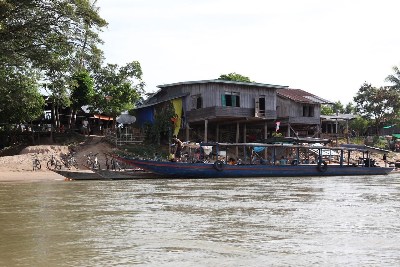 Ferry port Steung Treng