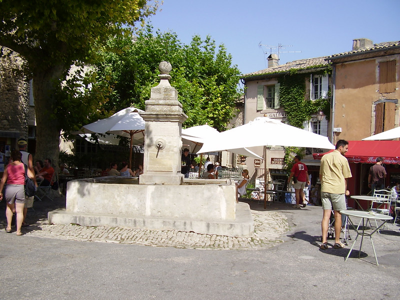 A fountain in Gordes.