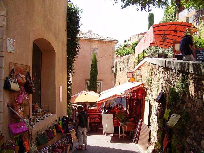 A shop and bistro in Roussillon.