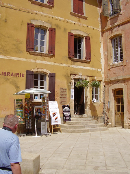 The library in Roussillon.