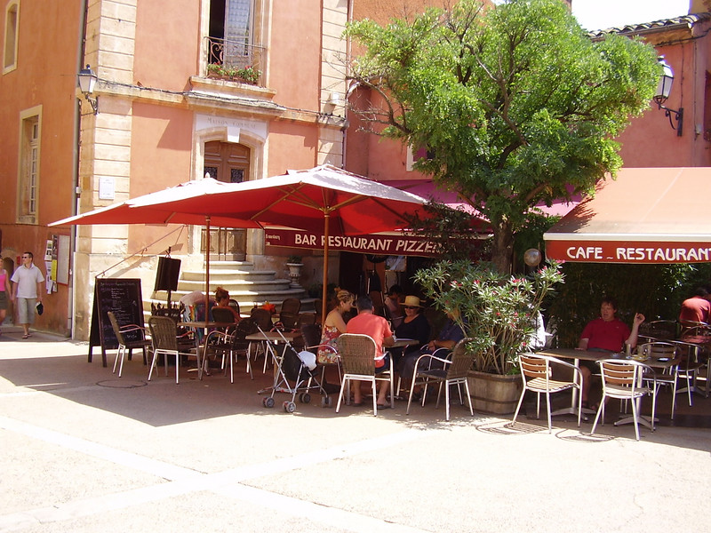 An excellent bistro with great views of the ochre cliffs in Roussillon.