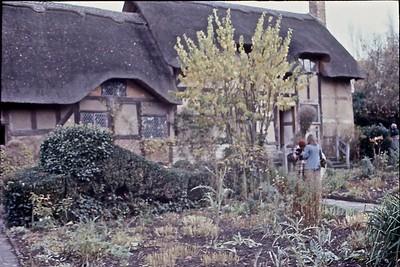 Anne Hathaway's Cottage - Front Garden