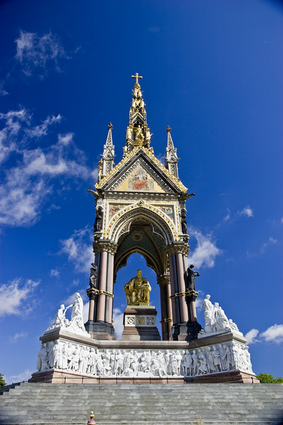 The Albert Memorial. Please, no grief about the vignetting or the circular polarizer on a wide-angle lens. This is so I can print a quick 4x6 for the photo album at home. I'll fix it later.