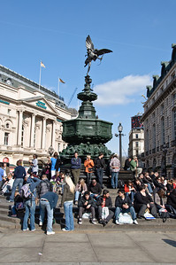 Good old PIccadilly CIrcus on a beautiful sunny day.