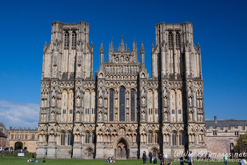 Wells Cathedral - This was an incredible Cathedral. It is home to the Wells cathedral choir - one of the top 10 choirs in the world.
