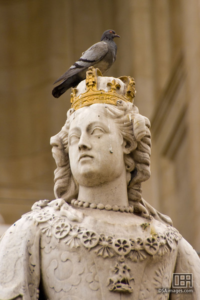 Disrespecting royalty, in front of St. Paul's Cathedral