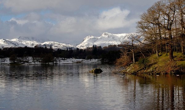 Bowfell & Langdale Pikes, looking north west from the northern end of Windermere, 23 January 2009 2