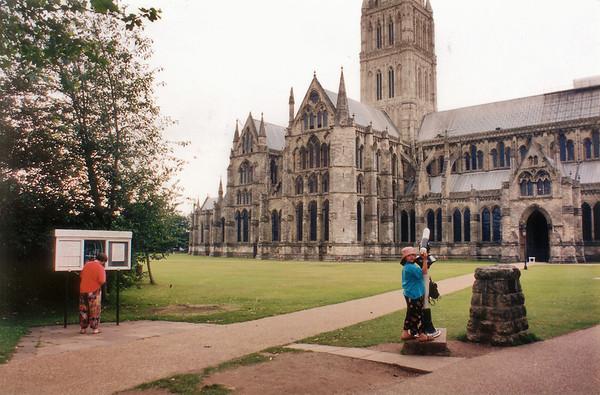 Gill and Lan, The Close Salisbury England - Jul 1996
