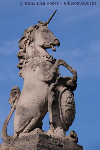 Unicorn sculpture in front of Buckingham Palace