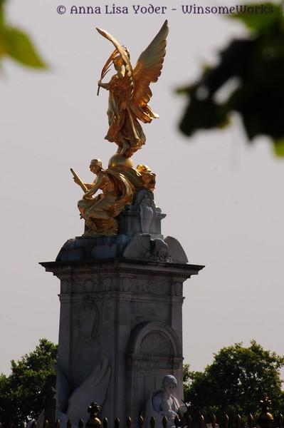 Monument near Buckingham Palace