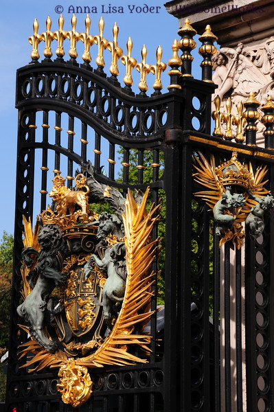 Gate ornament in front of Buckingham Palace