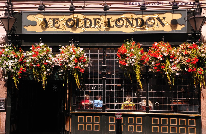Ye Olde London shop - Ludgate Hill, London