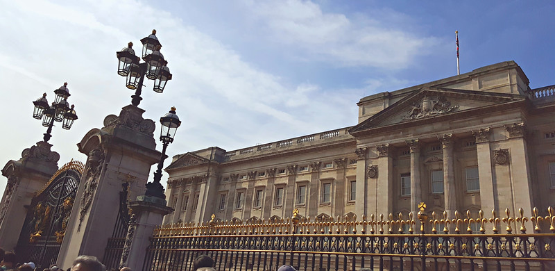 Buckingham Palace pano
