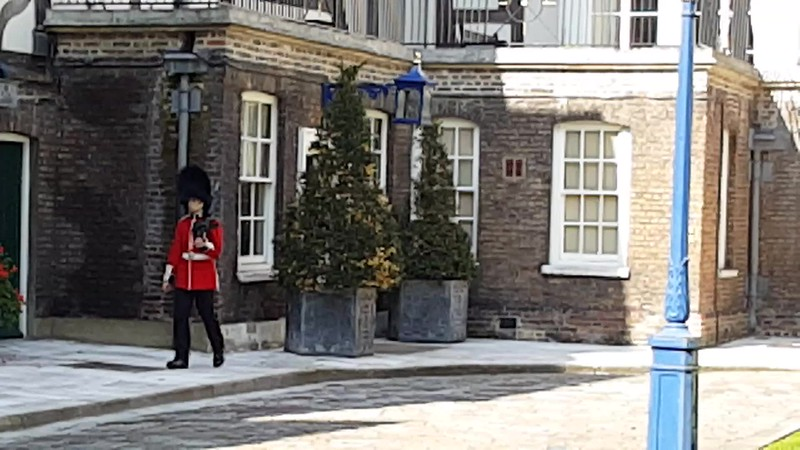 Video -- guard exercising in inner Tudor Courtyard with residences at Tower of London