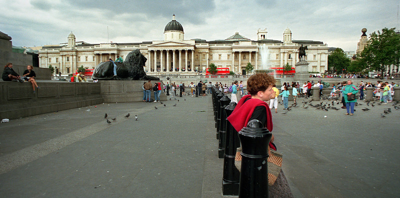 Trafalger Square, National Gallery, London, England.<br /> Michael Hollenbeck photo August 1990