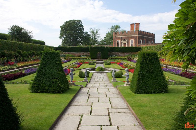 The beautiful gardens of Hampton Court Palace.<br /> IMG_3977