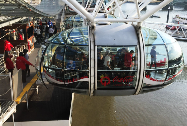 In the photo you can see that both on-boarding and off-boarding occur simultaneously...while the wheel is moving! Its a bit disarming.