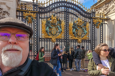 Selfie! That be me!  Outside Buckingham Palace.