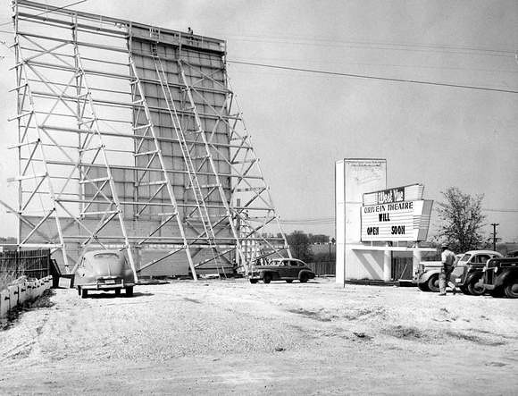 West Vu Drive In<br /> 86th & Hickman<br /> 1951