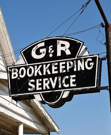 G&R Bookkeeping Sign<br /> 6th Avenue at Forest
