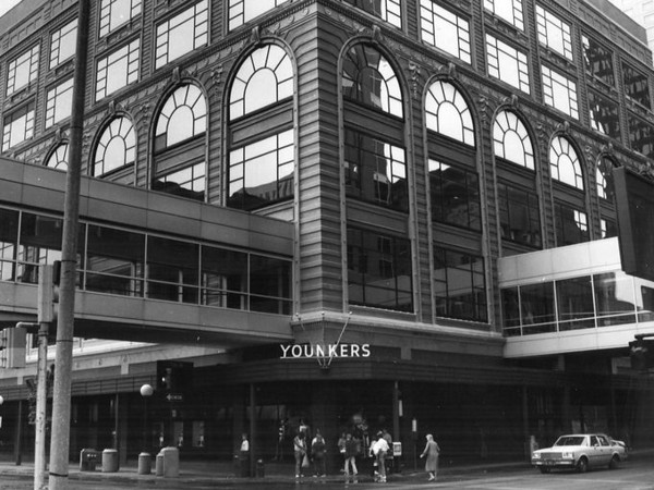 Younkers at the corner of 7th & Walnut