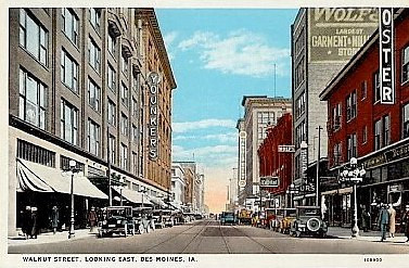Walnut Avenue looking east from 8th Street.<br /> Younkers Flagship store on the left.