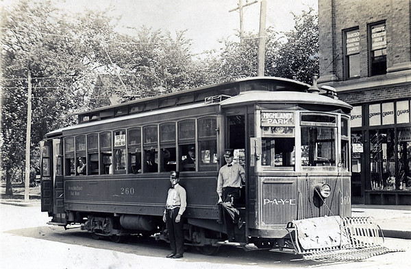 Early Mass Transit<br /> DM Streetcar on the Highland Park Route