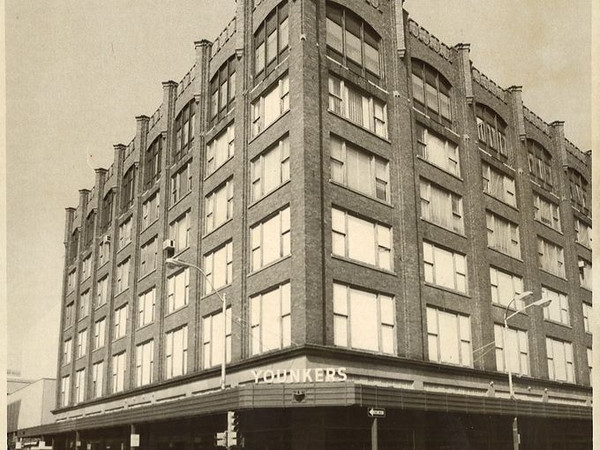 Younkers at the corner of 8th & Walnut