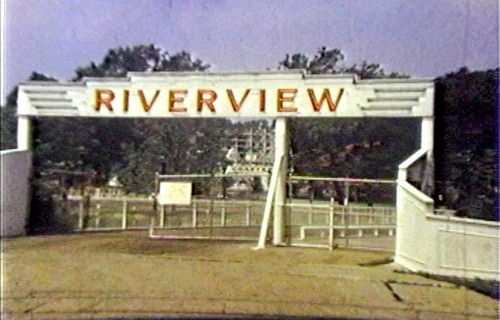 Riverview Park Main Entrance<br /> A narrow wooden bridge.