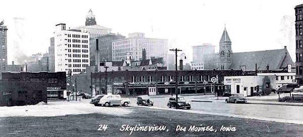 Skyline of Des Moines c1945