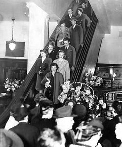 Younker's Dept Store<br /> 7th & Walnut<br /> One of the first escalators in the midwest.